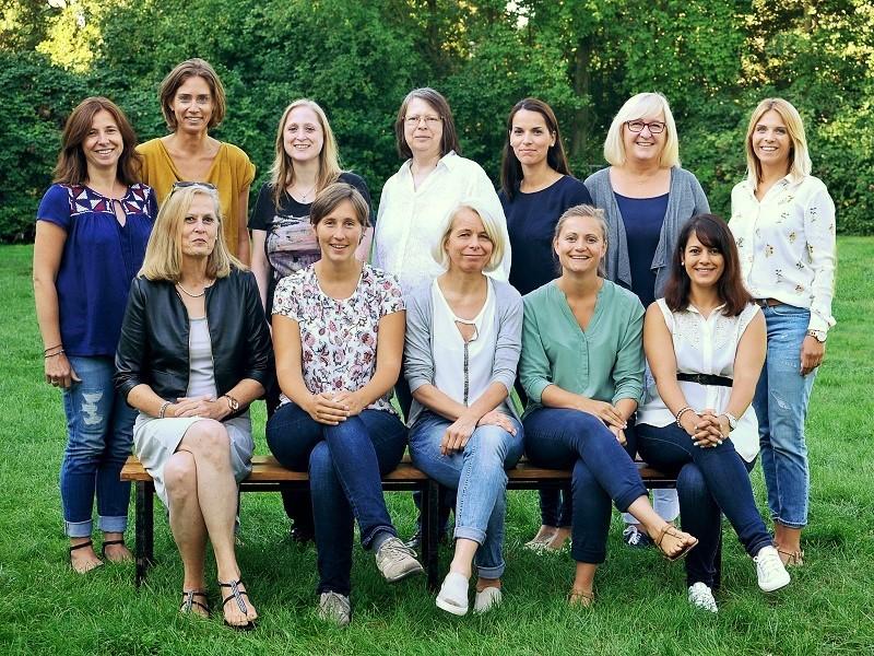 Das Kollegium der   Aloys-Odenthal-Grundschule  in Düsseldorf – Gerresheim